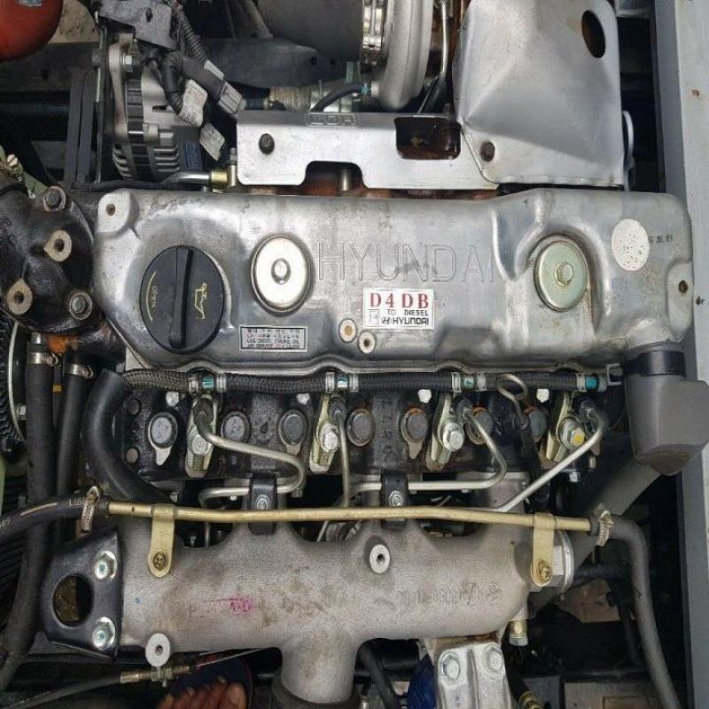 Xe phun nước rửa đường Hyundai 6 khối