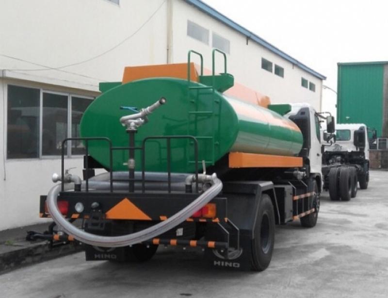 Xe phun nước rửa đường Hino FC 6 khối