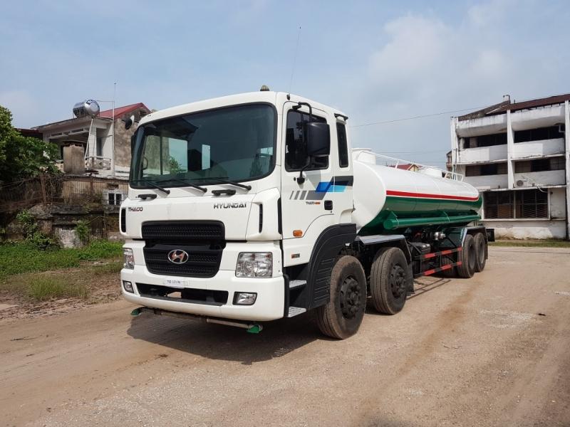 Xe phun nước rửa đường Hyundai 4 chân 17m3