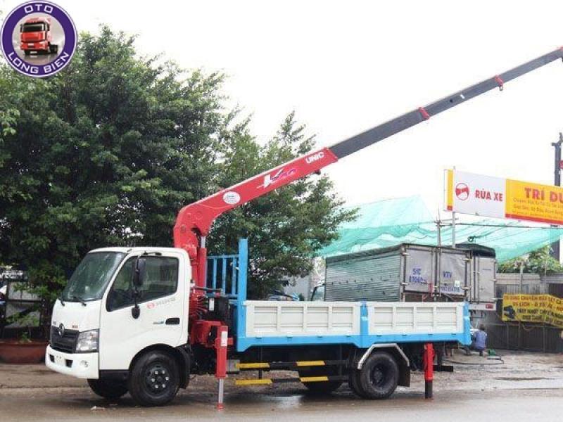 Xe tải gắn cẩu tự hành 3 tấn Hino XZU 2020